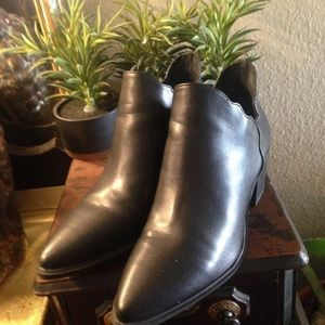 Betsey Johnson boots size 9. (Molly)